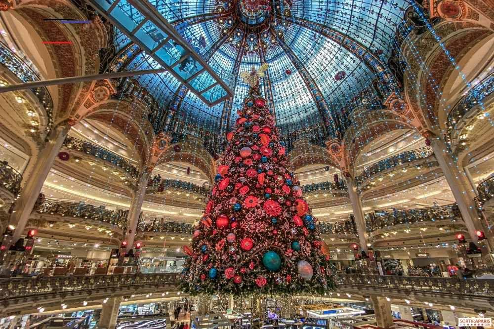Vitrines Et Sapin De Noel 2019 Aux Galeries Lafayette Haussmann Photos Et Video Sapinnoel2019 Aux Galeries Lafayette Haussman Christmas Tree Paris Photo