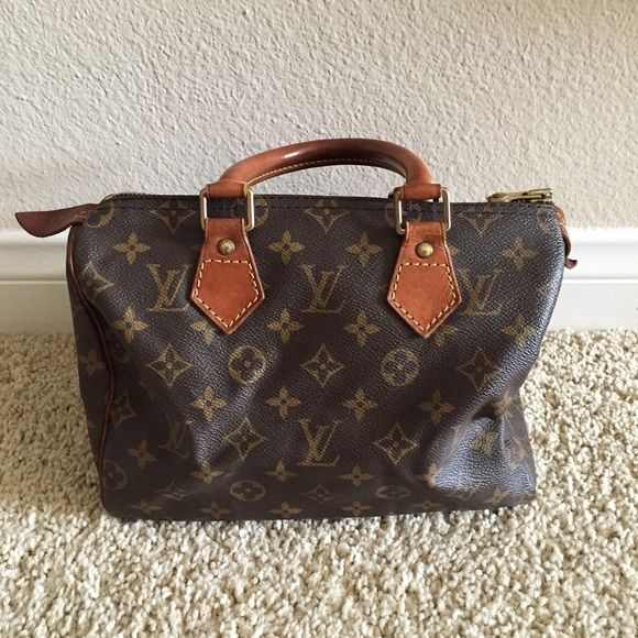 6904bb04a7bc Louis Vuitton Speedy 25 Vintage louis vuitton speedy 25. Zipper pull came  off but lv boutique can fix it. Inside and outside clean.