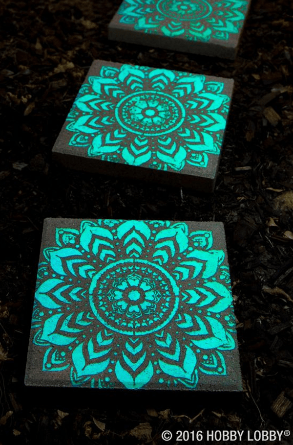 9 fun glow-in-the-dark projects great for summer fun #recycledcrafts