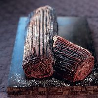 Mary Berry's Christmas Chocolate Log. Perfect alternative dessert to Christmas Pudding. Visit www.redonline.co.uk for full recipe.