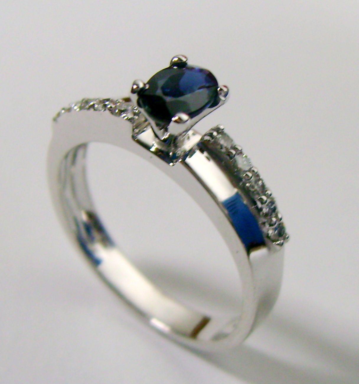 anillo zafiro y diaman...