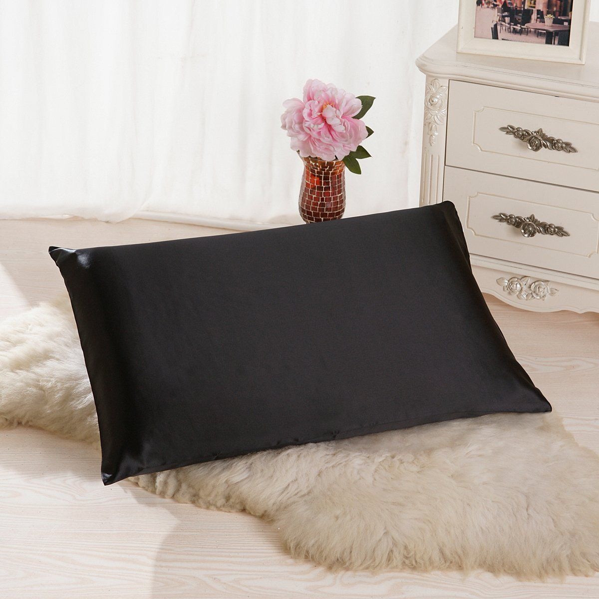 Amazon.com: ALASKA BEAR® - Natural Silk Pillowcase for Hair & Facial Beauty Queen Size, Black Pillow Shams Case with Hidden Zipper - Better than Satin, Polyester or Cotton Pillowcases (1, Black): Home & Kitchen