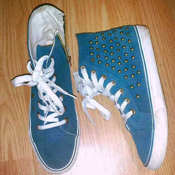 Size: 8 M Brand: Misbehave Hightops. EUC only worn like 2x's so very much like new Turquoise Blue Suede & White with Bronze Studs On the sides & Gold hardware zipper on inside and loops where laces pull through. No need to use or undo the laces with a zipper closure on the inside of foot like a boot for easy off & on. The bottom still has felt over the rubber and looks like Converse.