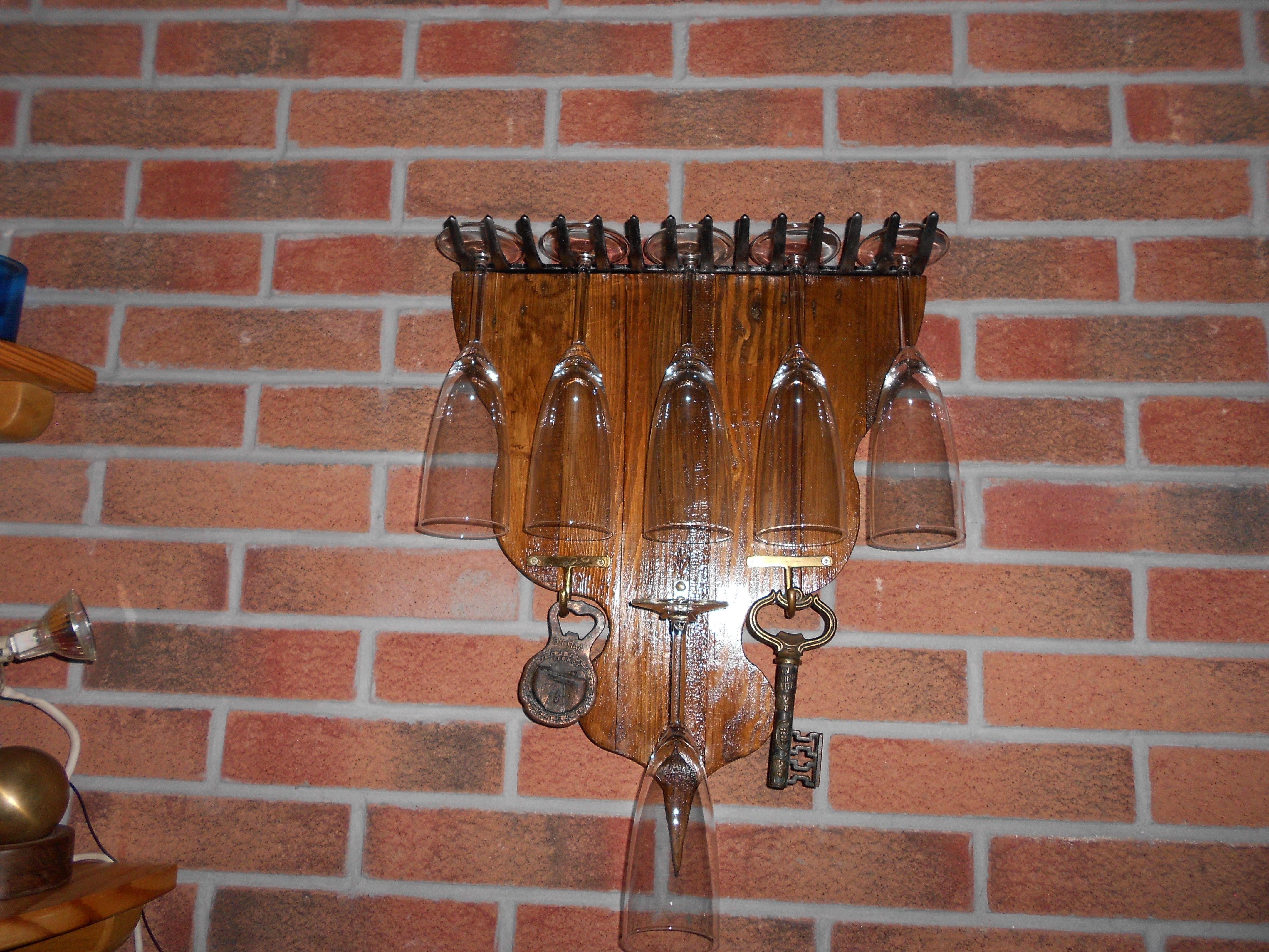 Porta bicchieri costruito di legno fissando un vecchio - Porta bicchieri ...