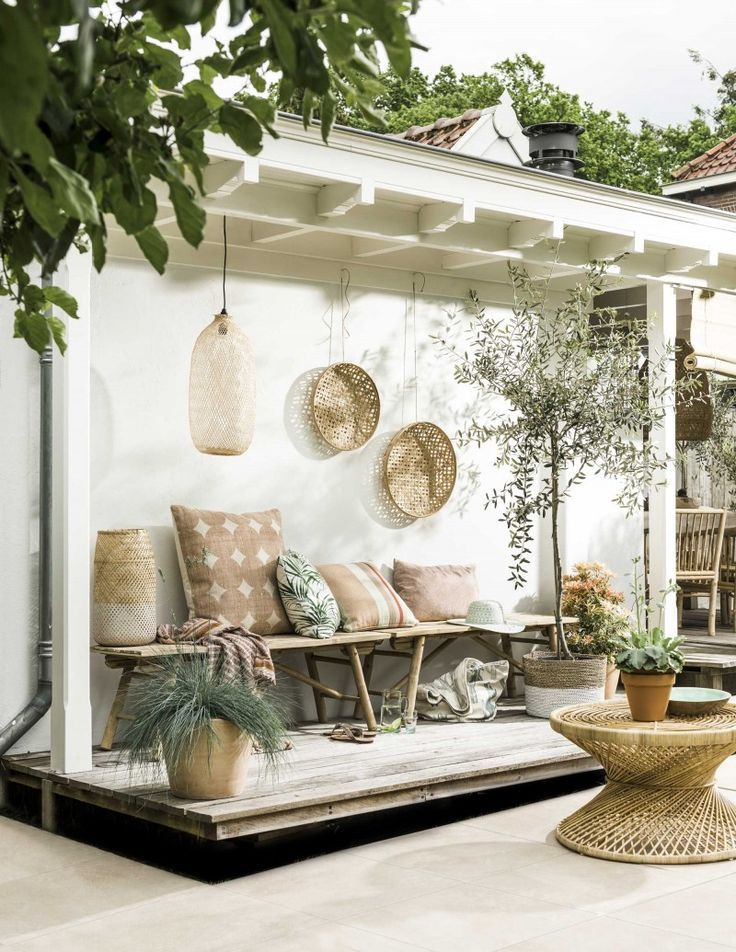 10+ Pretty Little Porches & Patios #rusticporchideas