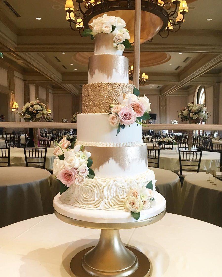 Beautiful wedding cake with roses decoration - wedding cake ideas #weddingcakeroses #weddingcakephoto