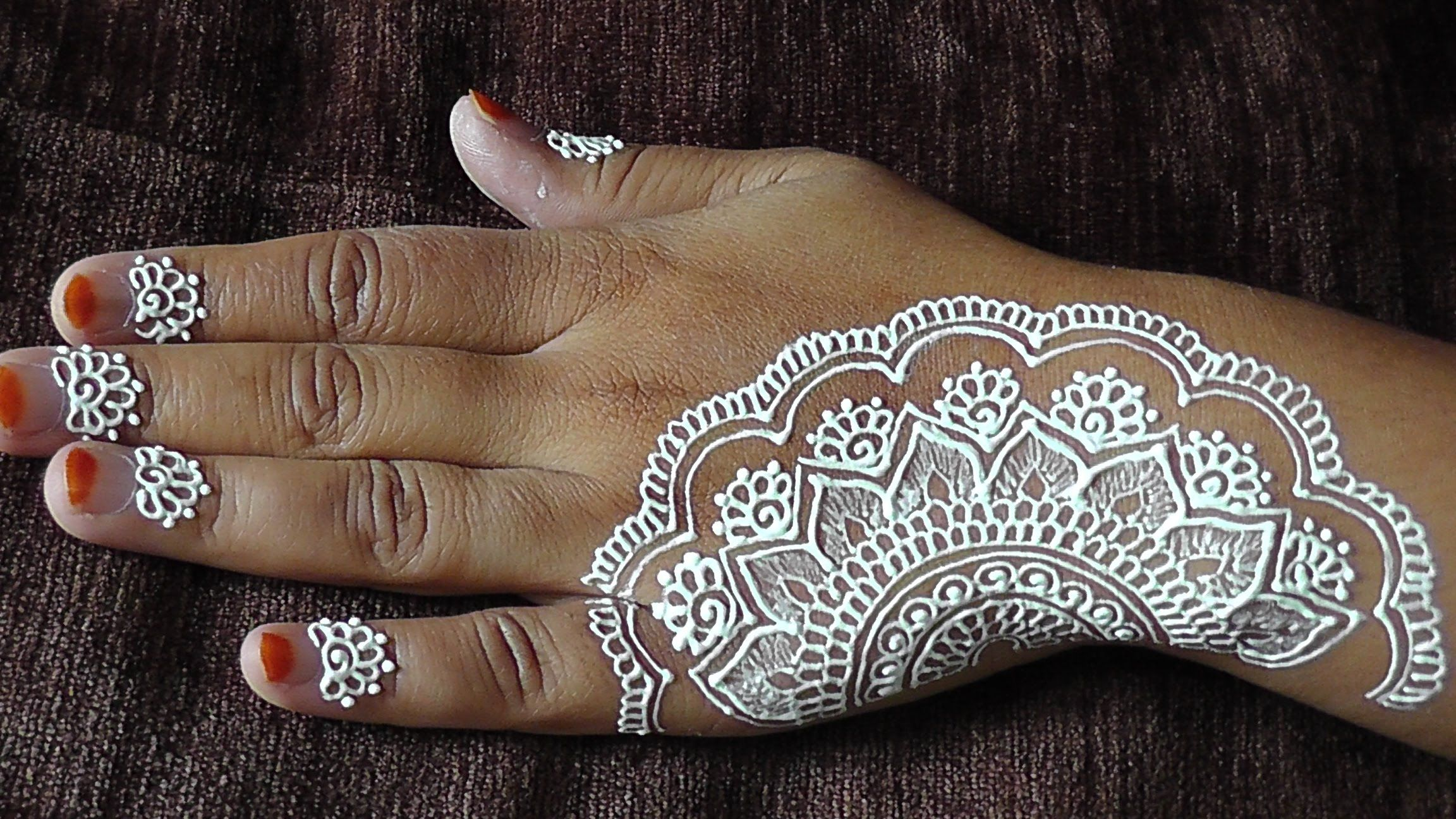 How To Do An Easy White Henna Design On Your Hands Henna Henna