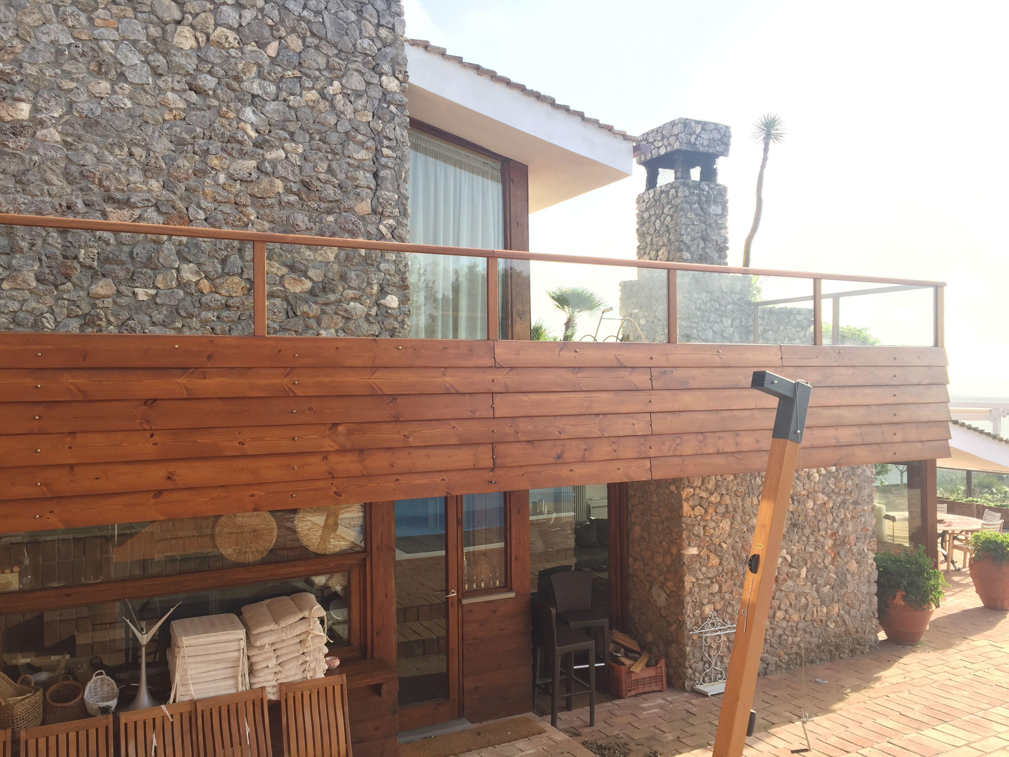 Lavoro di manutenzione stecche parapetti terrazze, montaggio vetri e ...