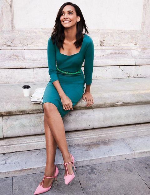 abbca5723c844f Dieses figurschmeichelnde Kleid setzt Ihre Kurven optimal in Szene.  Ziernähte im Vintagestil auf hochwertigem Ponte