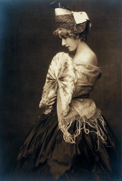 Dora Kallmus (Madame d'Ora)& Arthur Benda -Fashion study, Vienna c.1920.