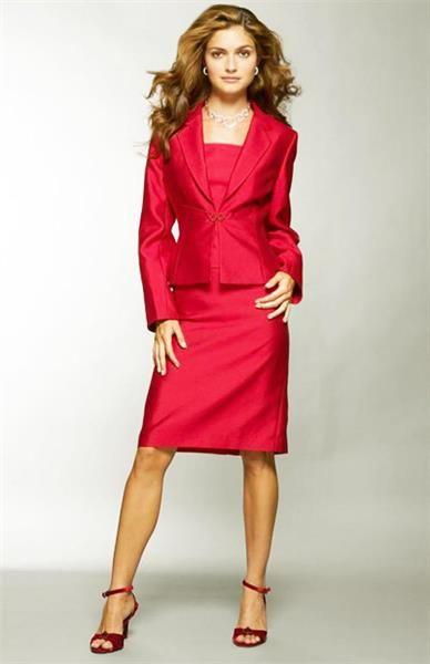 Красный строгий костюм женский