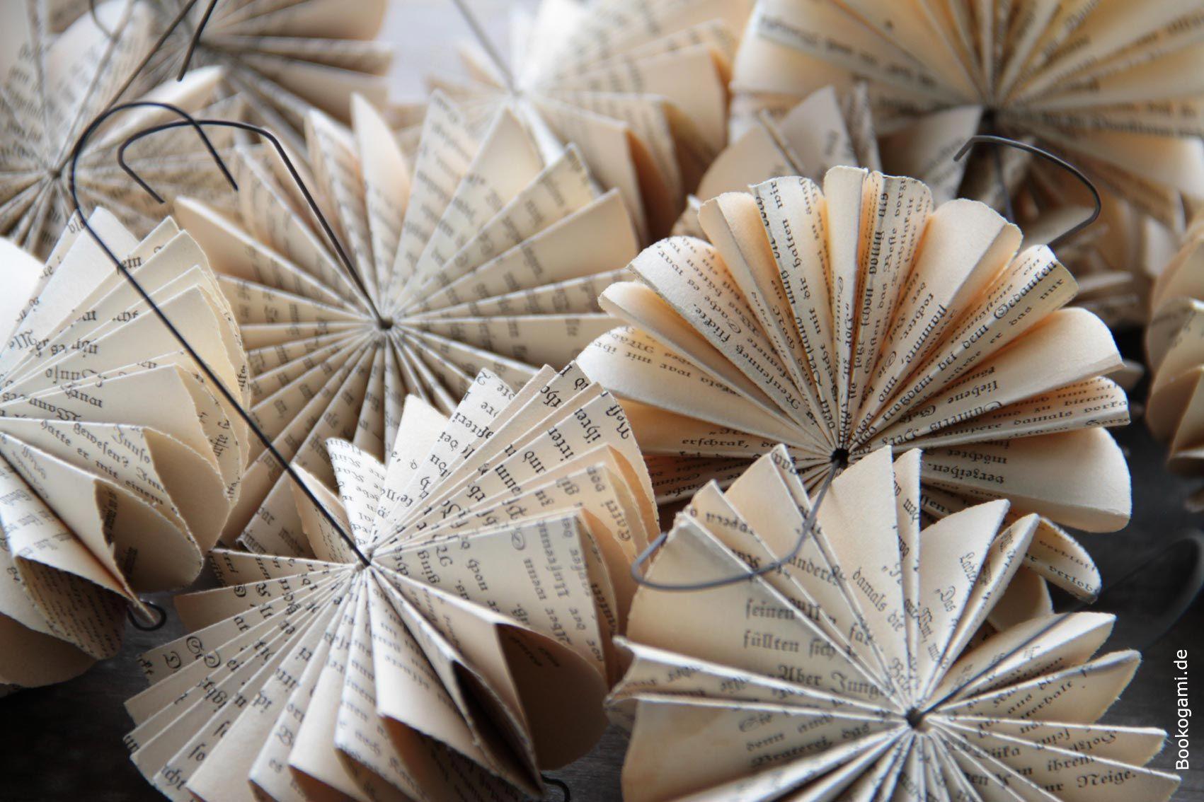 schirmchen aus alten buchseiten papier objekte aus alten b chern. Black Bedroom Furniture Sets. Home Design Ideas