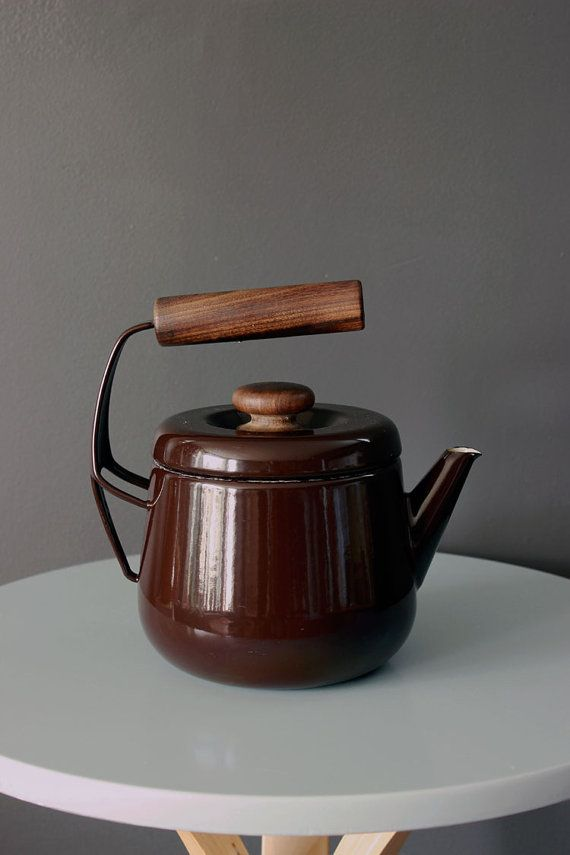 Vintage 60s brown and wood kettle made by aubeco france for Bouilloire made in france