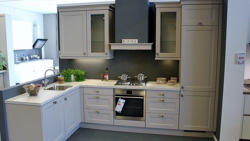 Aeg Keuken Inbouwapparatuur : Klassieke hoek keuken showroom and kitchens