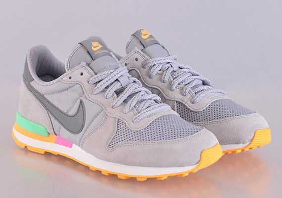 Tuesday Shoesday: Nike Internationalist Sneaker - Latina on a Mission