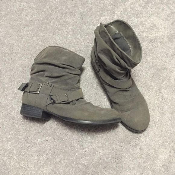 Cute booties / ankle boots Some discoloration as shown in the picture but otherwise good condition. No trades *NOT from Aldo just listing as for exposure* ALDO Shoes Ankle Boots & Booties