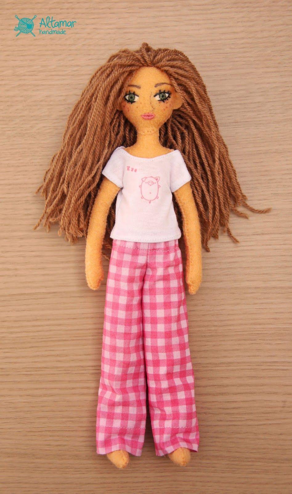 Ropa de muñecas de Altamar Handmade: Pijamas http://altamarhandmade.blogspot.com.es/2014/06/pijamas.html