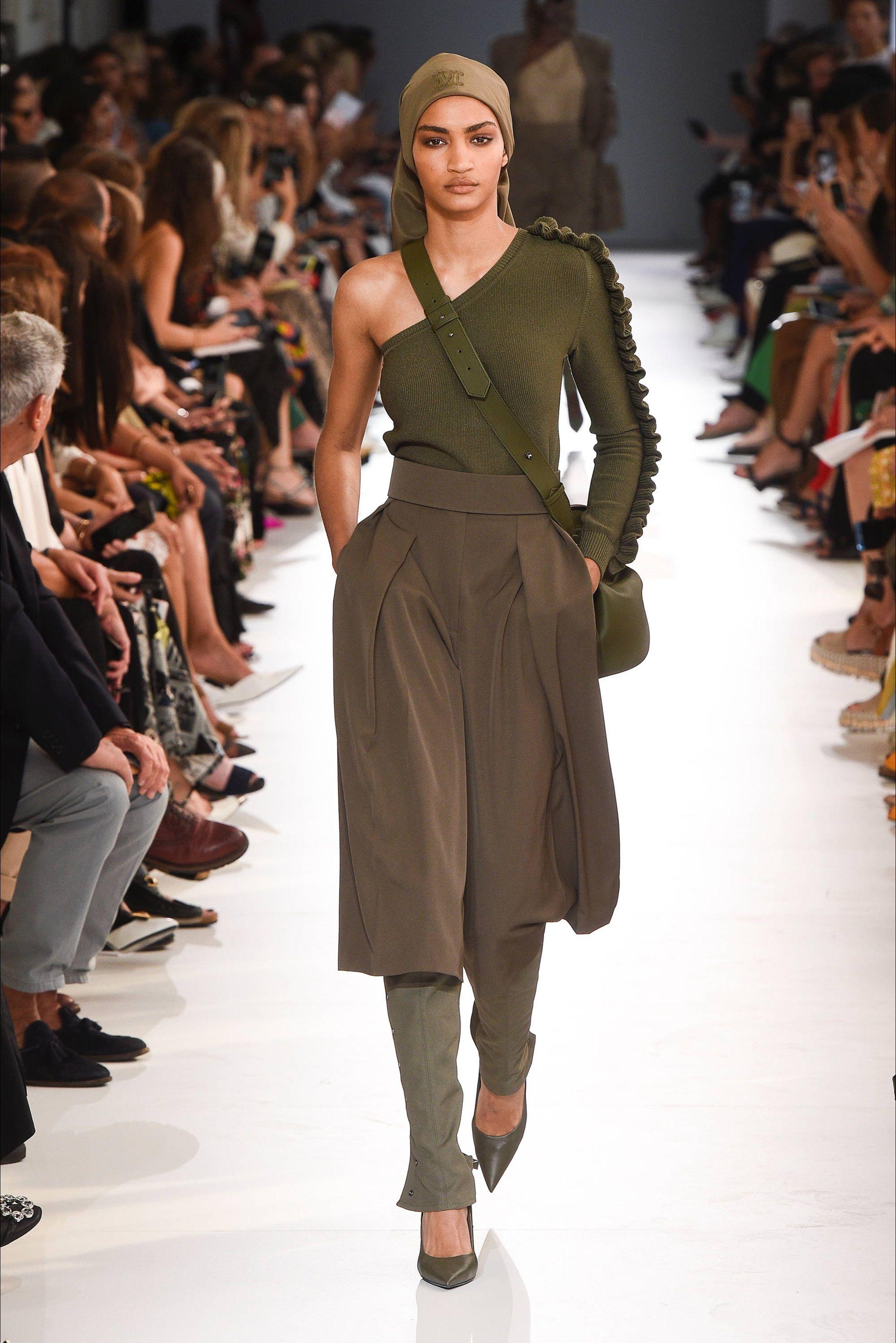 47282d4524af Sfilata Max Mara Milano - Collezioni Primavera Estate 2019 - Vogue ...