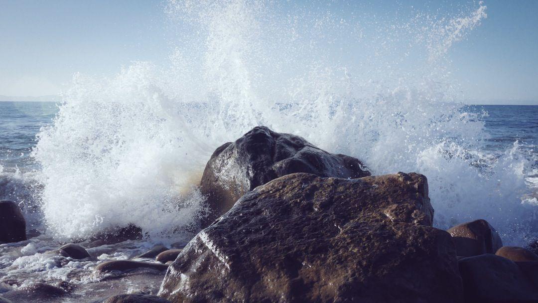 Kivet tai kallio ovat suurten mahdollisuuksien elementtejä puutarhassa... Photo By Justin Leibow