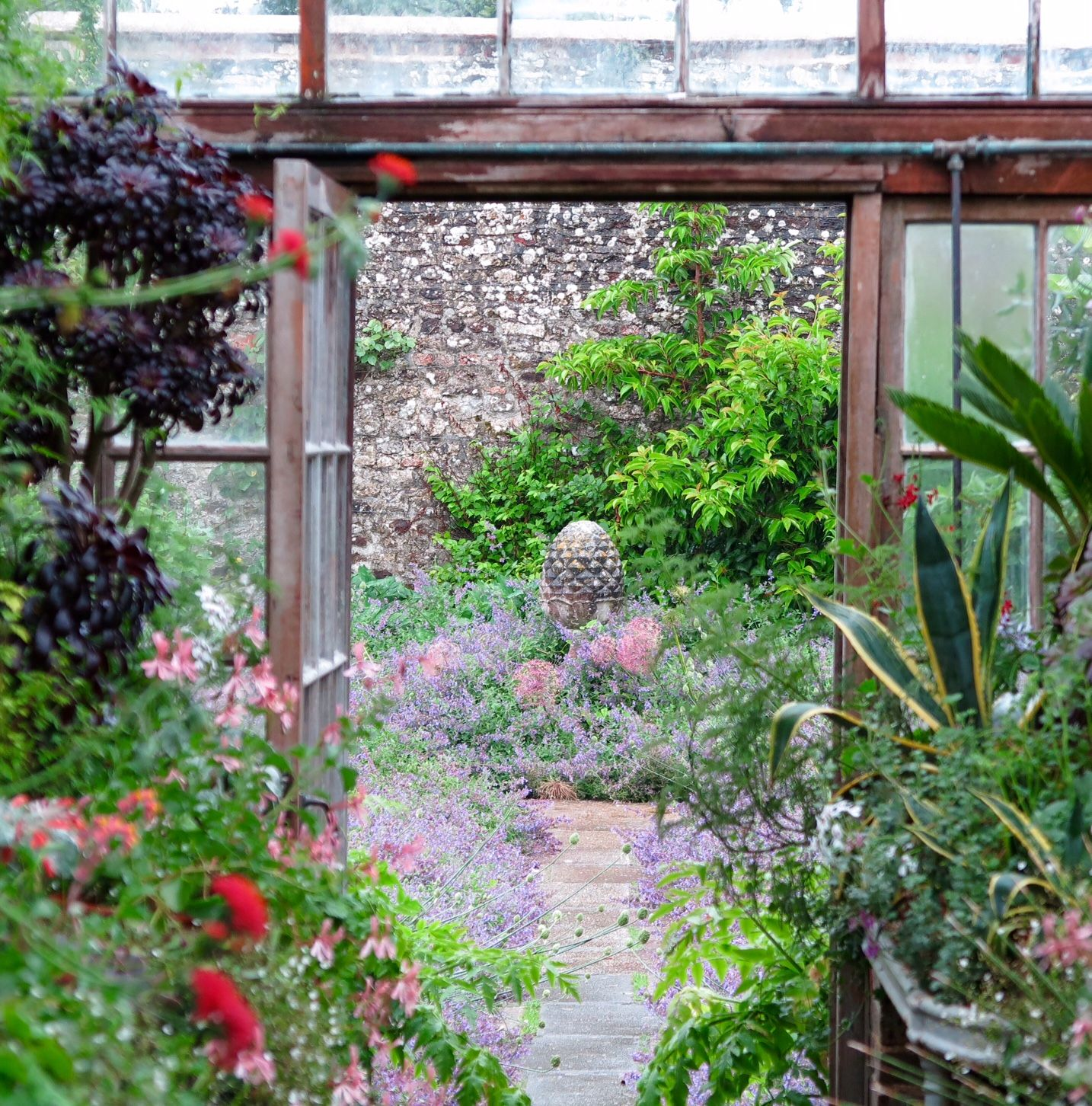 8 inspiring ideas from a stunning English country garden   English ...