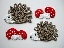 Häkelapplikation Igel Mit Fliegenpilzen Crochet Pinterest