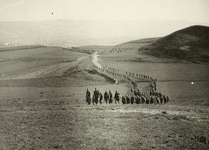 Compañía del ejército fascista, de marcha por España durante la Guerra Civil. La foto fue tomada en 1937 por el teniente italiano Guglielmo Sandri.