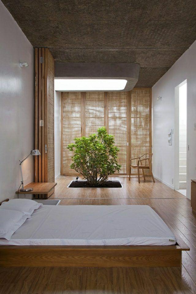 Schlafzimmer einrichten Holz Dielenboden Doppelbett Bonsai