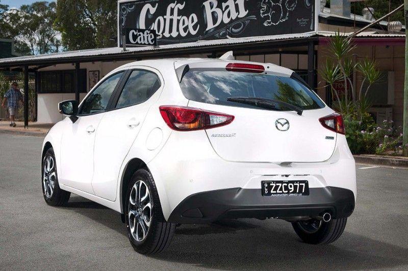 Cung cac chuyen gia nhan dinh ve xe o to Mazda 2 2017