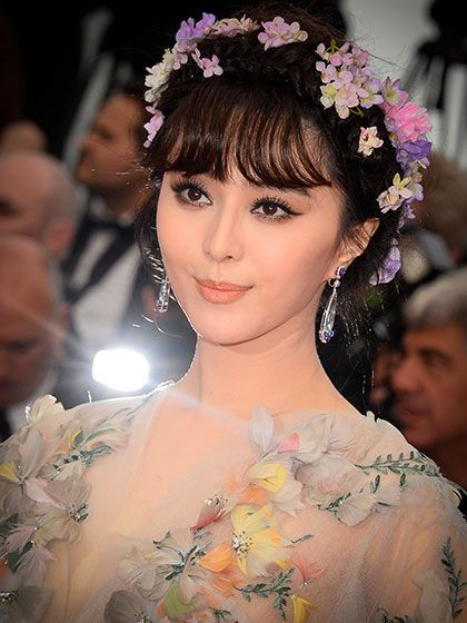 2015 Cannes Film Festival - Fan Bingbing's ponytail with bangs and flowers in her hair | allure.com