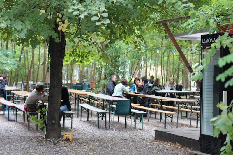 a space for the community at the prinzessinnengarten berlin berlin pinterest urban. Black Bedroom Furniture Sets. Home Design Ideas