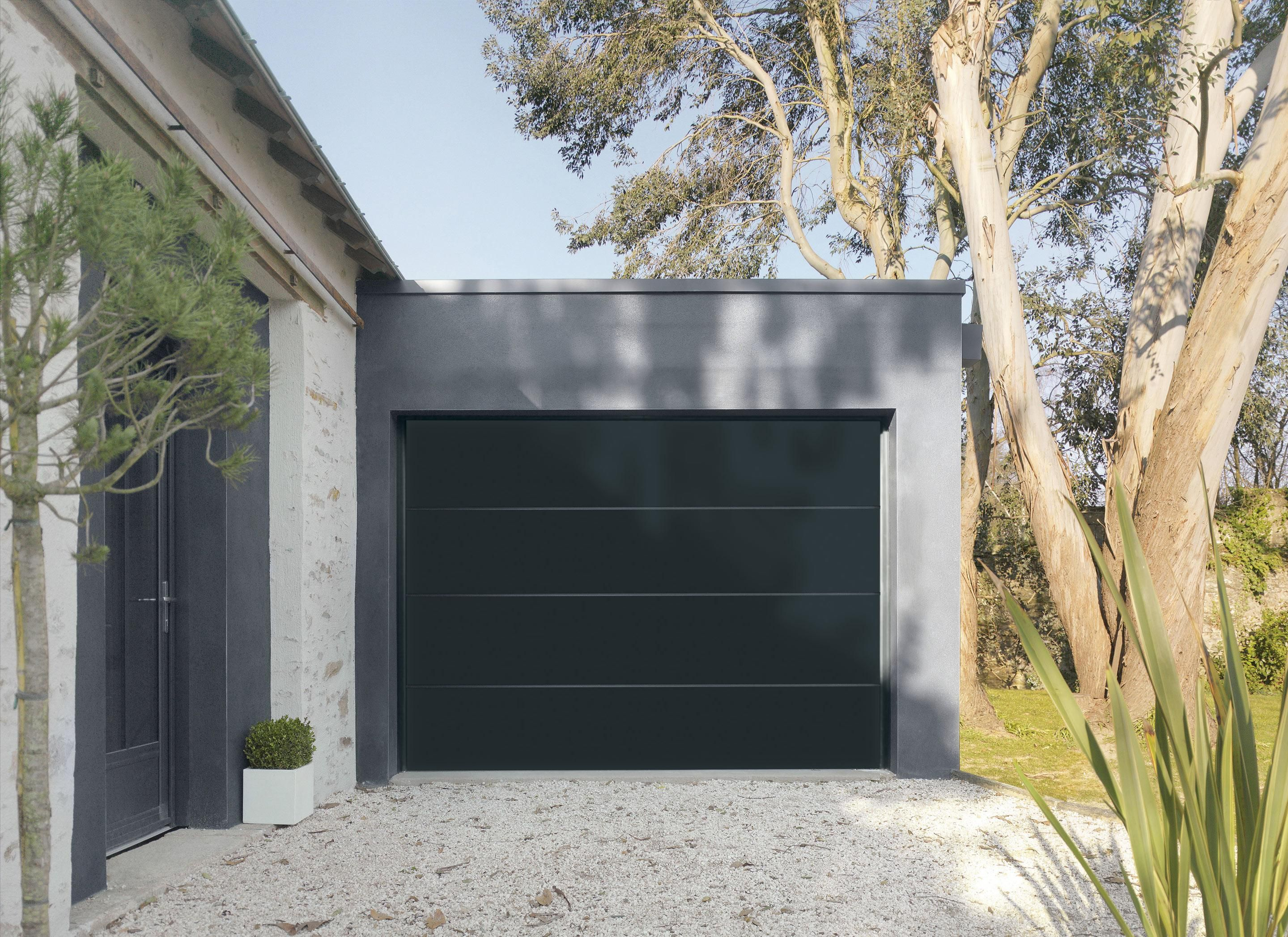 Porte De Garage Sectionnelle Motorisee Artens Premium 212 5x300 Noir Porte De Garage Sectionnelle Porte Garage Et Garage