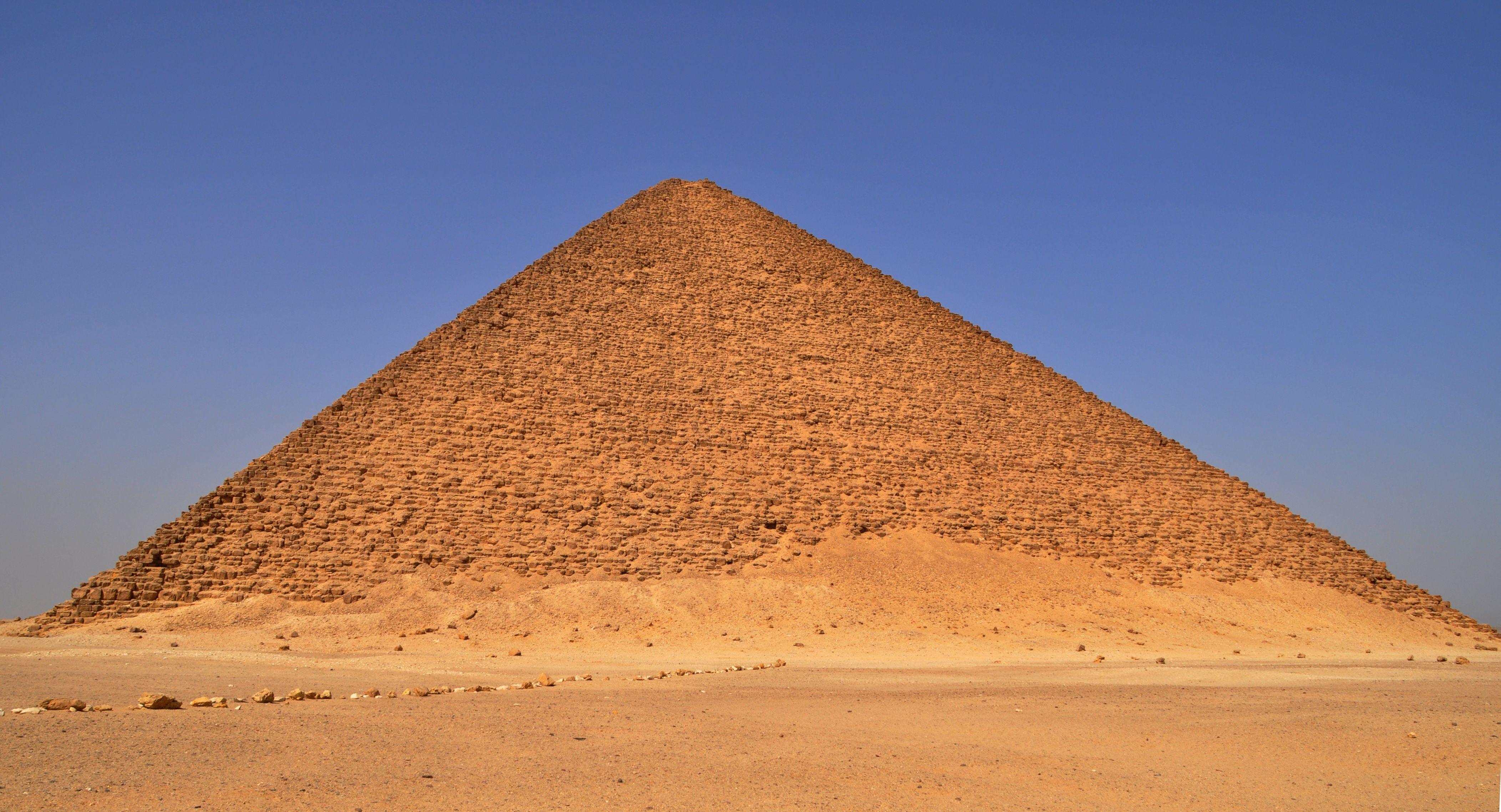 La Piramide Roja De Snefru Dashur Iv Dinastia Debe Su Nombre Al