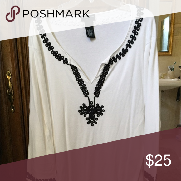 Just reduced White tunic top with black trim White tunic with black trim Tops Tunics