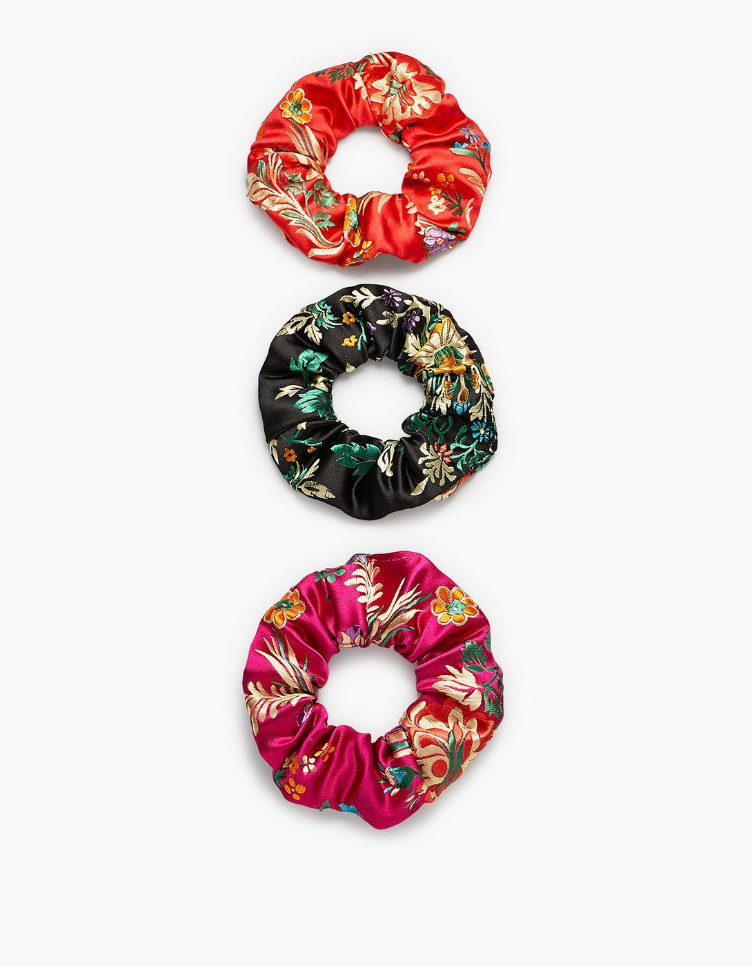 Pin By Kyra Scholte On Pv18 Accesorios Hair Accessories Stradivarius Scrunchies