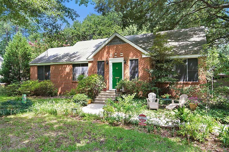 Vintage Cottage for Sale Near Capitol Heights in Baton