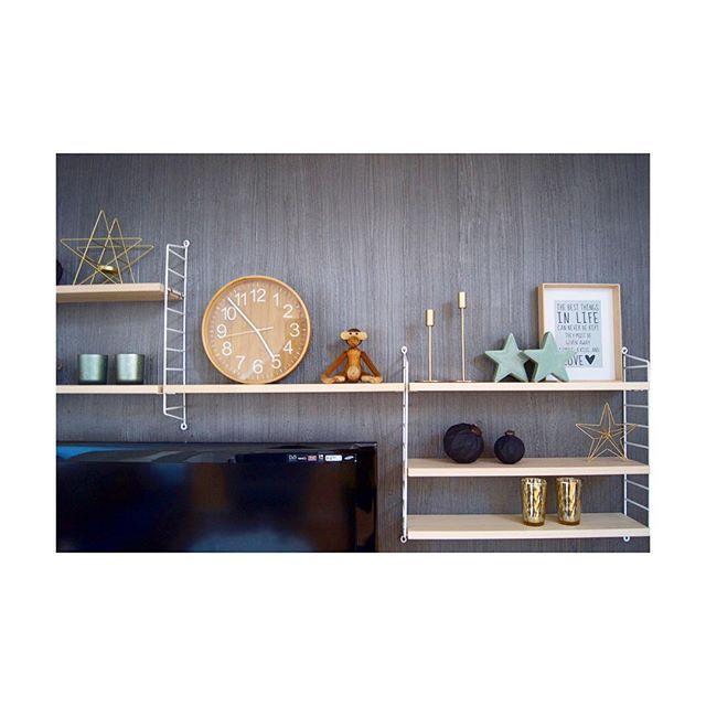 Und, geht noch als Herbst-Winter-Deko durch? ⭐️💫😉 Euch Lieben noch einen schönen Abend! #newin #dekokram #eswirdgemütlich #jajaweihnachtenistnocheinstückhin #trotzdemschön #umdekoriert #stringregal #stringshelf #stringshelfie #wohndetails #wohnkonfetti #livingroom #livingroominspo #interiordesign #interiorforyou #interiør #interiørdesign #interiørdetaljer #scandi #scandinaviandesign #nordicinspiration #germaninteriorbloggers #solebich