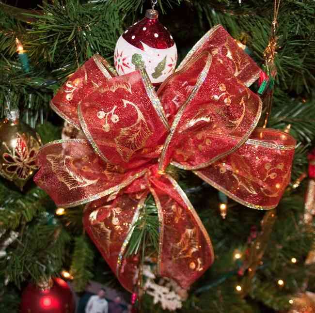 Tips Decoracion De Navidad Lazos Para Decorar El Arbol De Navidad Copas De Arboles De Navidad Cintas De Navidad Artesanias De Navidad