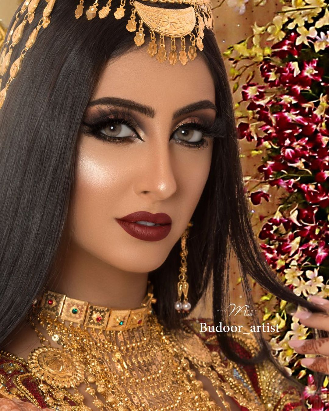 مرحبا الساع الجلسه تصويري مع المصممه الاماراتية شمسه المهيري Shamsaalmehairi و ميكب ارتست العسل Budoor Artis Beautiful Eyes Glowing Makeup Hair Beauty