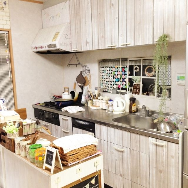セリアのレンガや木目調のカッティングシートでプチdiy 簡単に模様替え キッチンインテリアデザイン 小さなキッチン キッチンのデコレーション