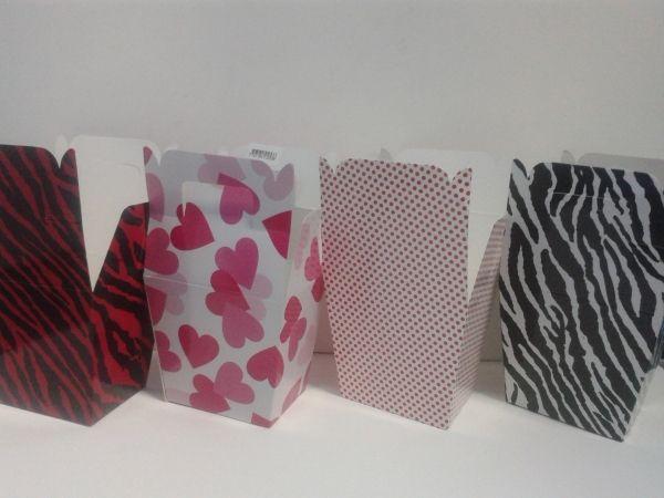 Caja Manija estampados surtidos: corazones, Animal Print, Colores, Huellas. #CajasParaRegalos #CajasDeCarton #ManualidadesBogota