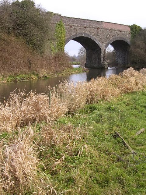 Double-arched railway bridge over the river Frome near Burton.