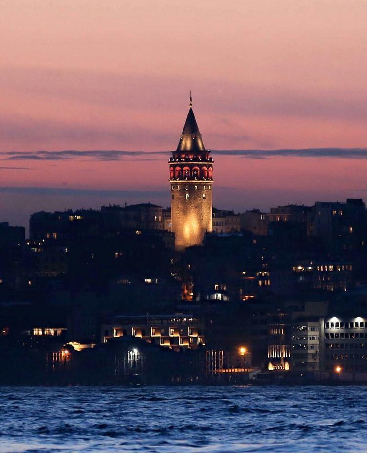 Duvar Kagidi In 2020 Istanbul Ferry Building San Francisco Istanbul Turkey