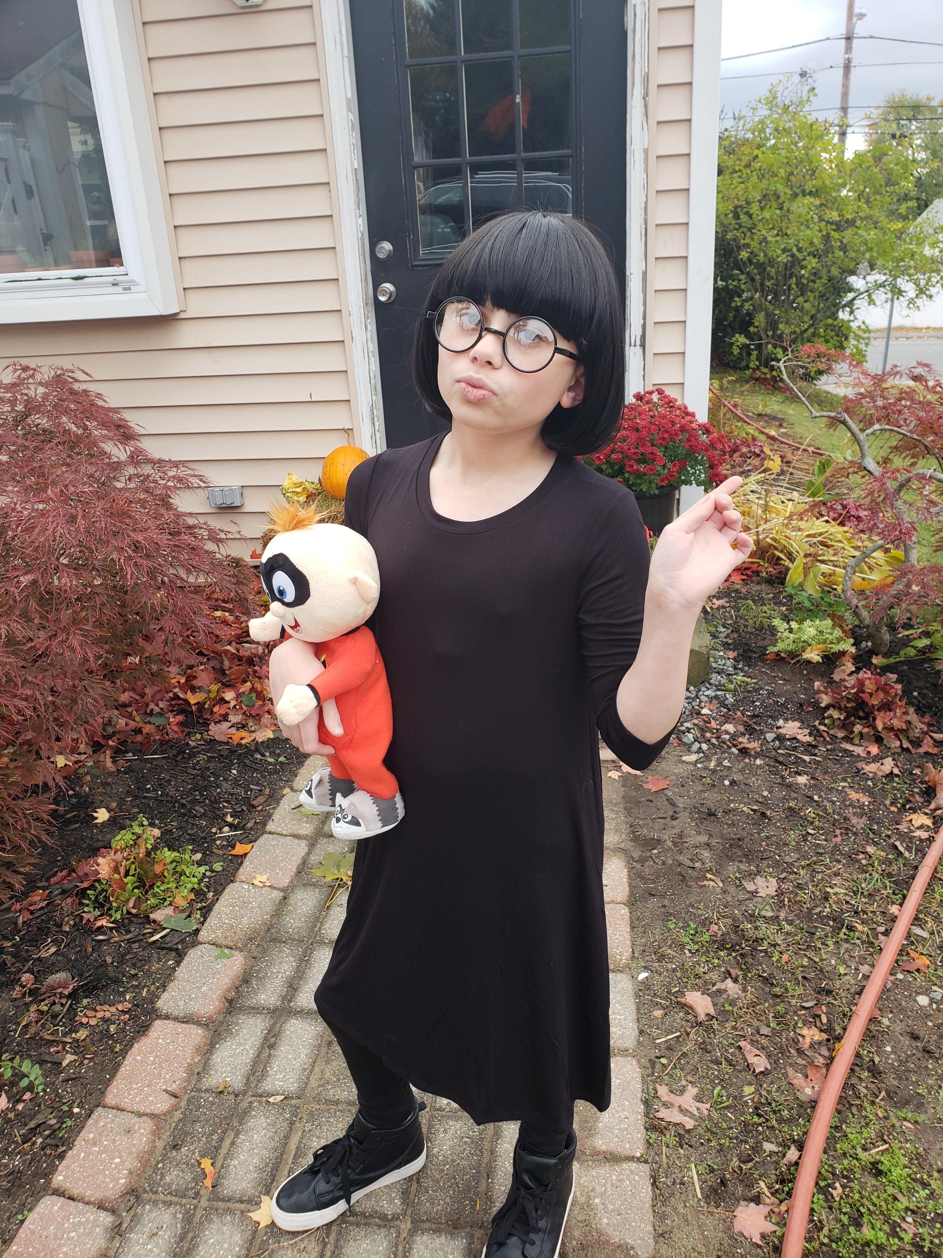 I think my son makes a good edna mode cool halloween