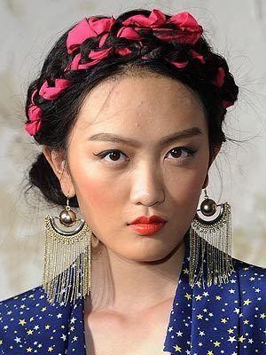 Frida Kahlo-inspired hairdo | ¿Qué Más?