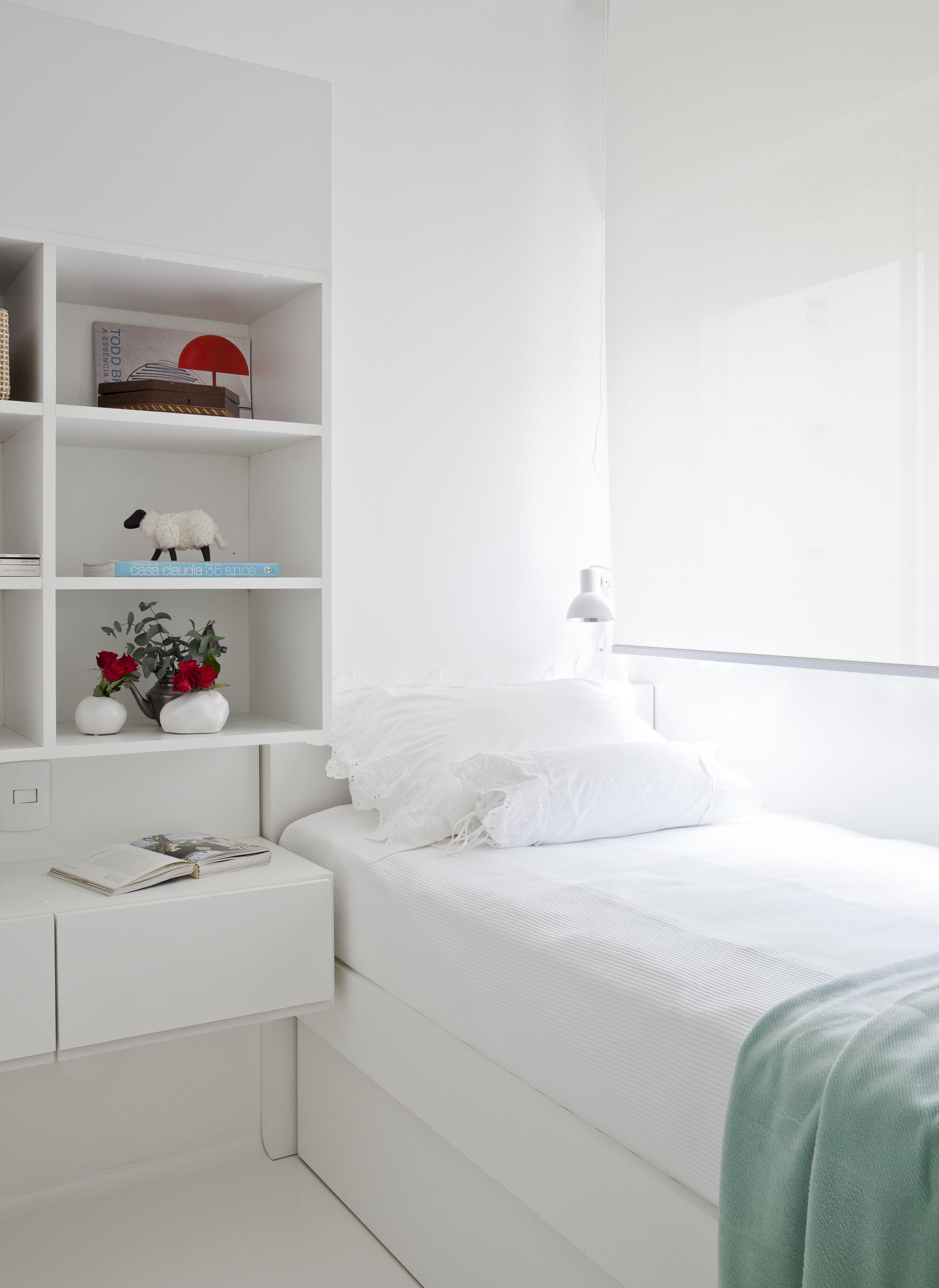 Quarto Todo Branco E Minimalista Marcenaria Branca Cama  ~ Parede De Tijolinho No Quarto E Modelos De Quarto Pequeno
