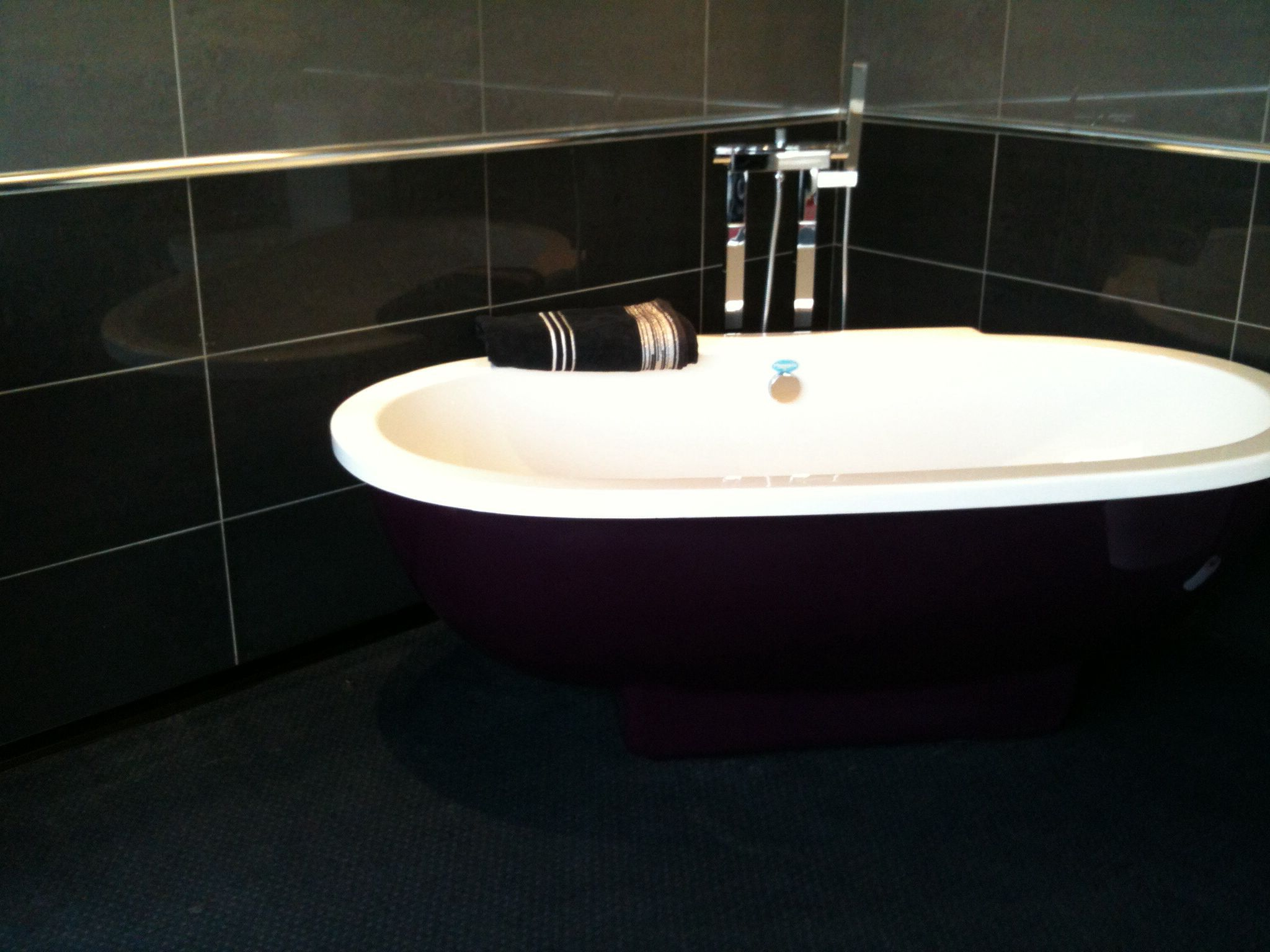 Strange This Bath Is Now For Sale Ex Display It Measures 1700X 900 Download Free Architecture Designs Embacsunscenecom