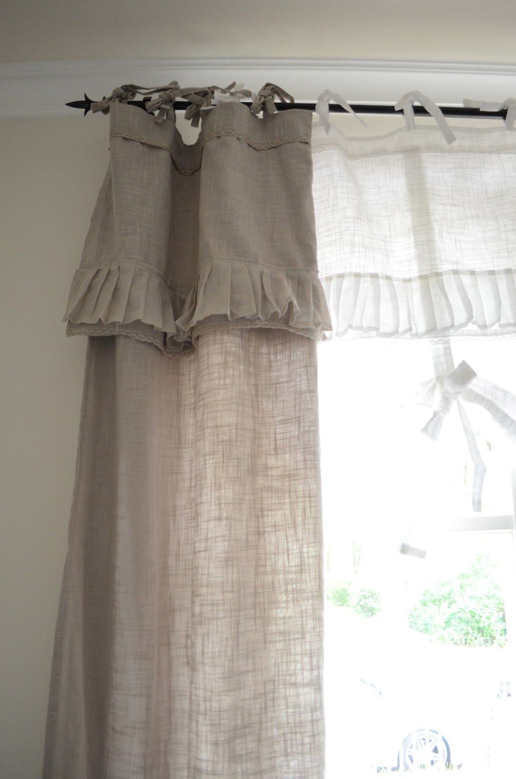 Schlafzimmer Gardinen Landhausstil Two Different Shades Of Linen But Without Ruffles Shabby Rose