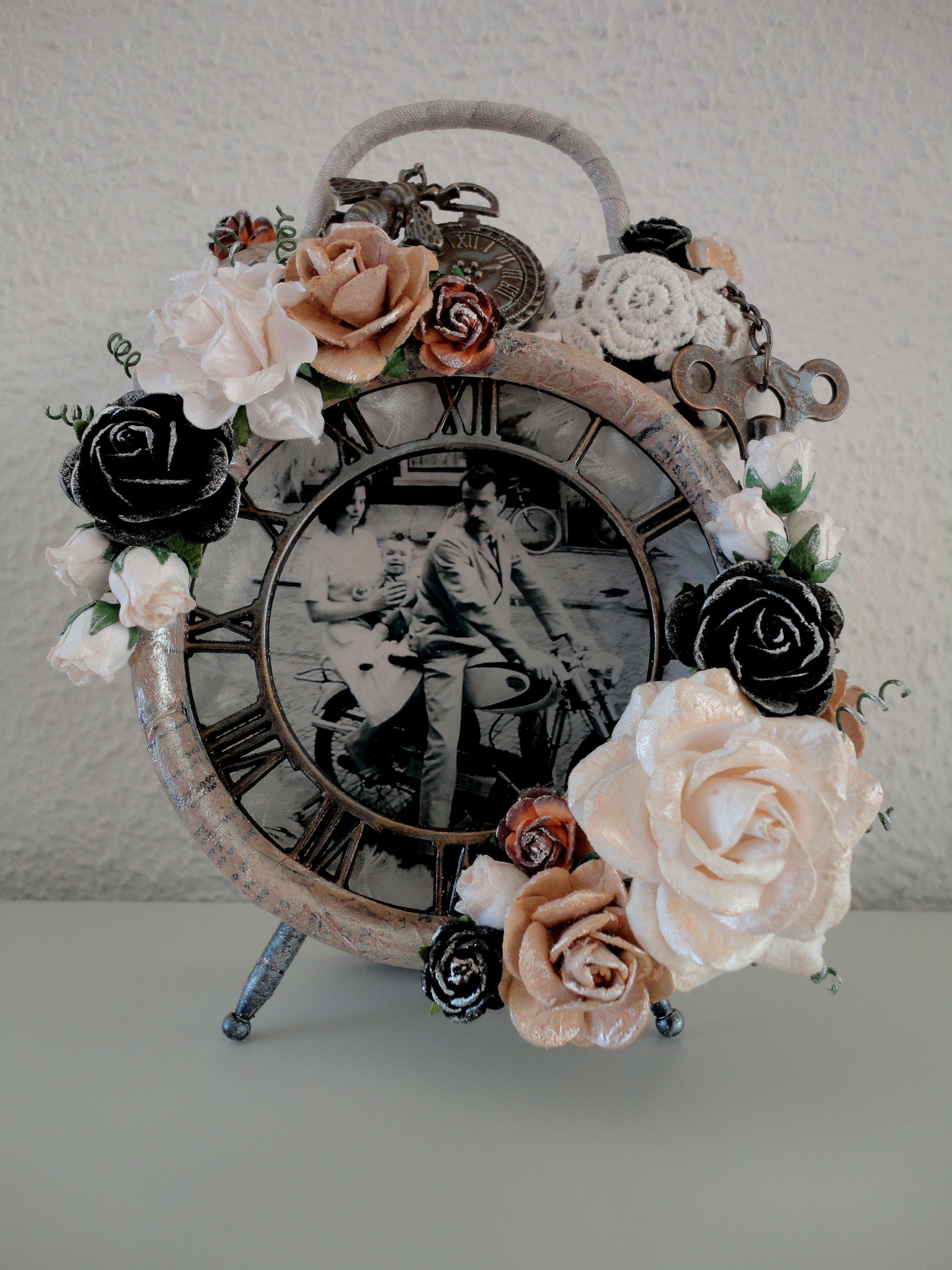 Altered Alarm Clock | Fleurs en papier, Réveil, Reveil vintage