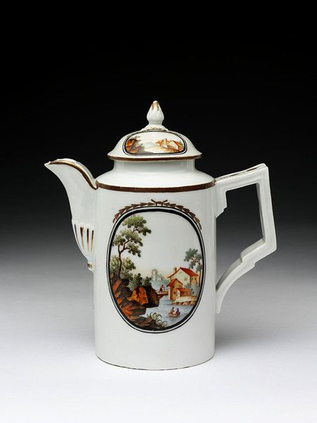 Coffee pot and cover | Limbach porcelain factory | made in Germany in 1780