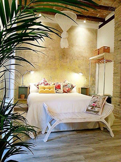 La cama de matrimonio integrada en un espacio vital acogedor y románico - Get $25 credit with Airbnb if you sign up with this link http://www.airbnb.com/c/groberts22